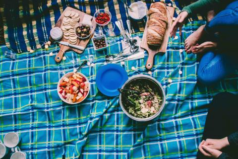 Pack Safely for Your Springtime Picnic to Avoid Food Poisoning